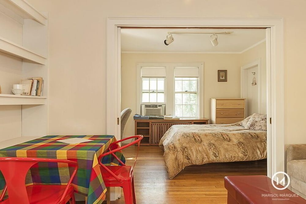 Room, Near Scenic Fresh Pond, Charles River, Shops, Harvard Sq Access , Free Parking