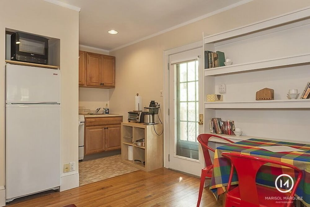 Private Kitchen, Near Scenic Fresh Pond, Charles River, Shops, Harvard Sq Access , Free Parking