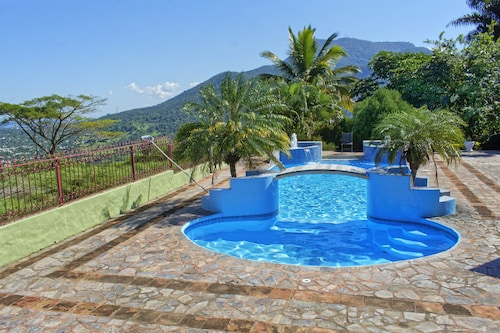Private Mountain Villa Overlooking the Ocean - With Staff and NO Extra Fees