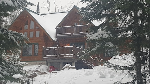 Beautiful Lakefront Scandinavian Log Chalet Near Tremblant Sleeps 10 - 12, AC