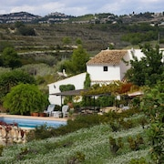 Villa, Large Private Pool and Garden With Orchard. Free Wifi