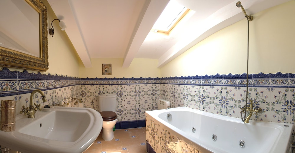 Bathroom, Ideal for Groups. Barbecue, Jacuzzi, Pool, Beach, Mountain. Relax and Enjoy it