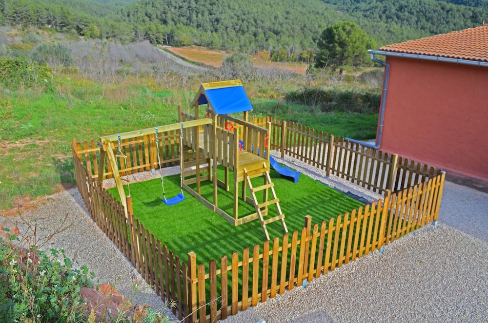 Children's Area, Ideal for Groups. Barbecue, Jacuzzi, Pool, Beach, Mountain. Relax and Enjoy it