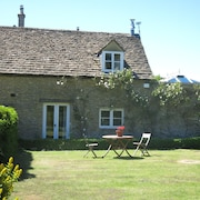 Cotswold Cottage In Idyllic Hamlet
