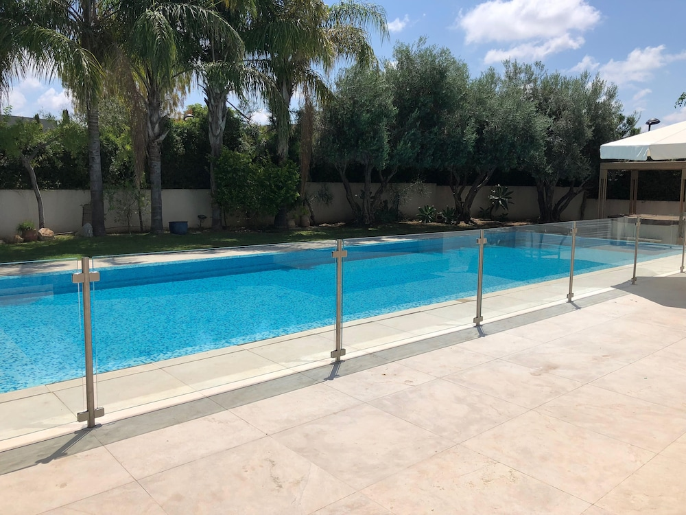 Luxurious Villa With Fenced Swimming Pool In Caesareas Golf
