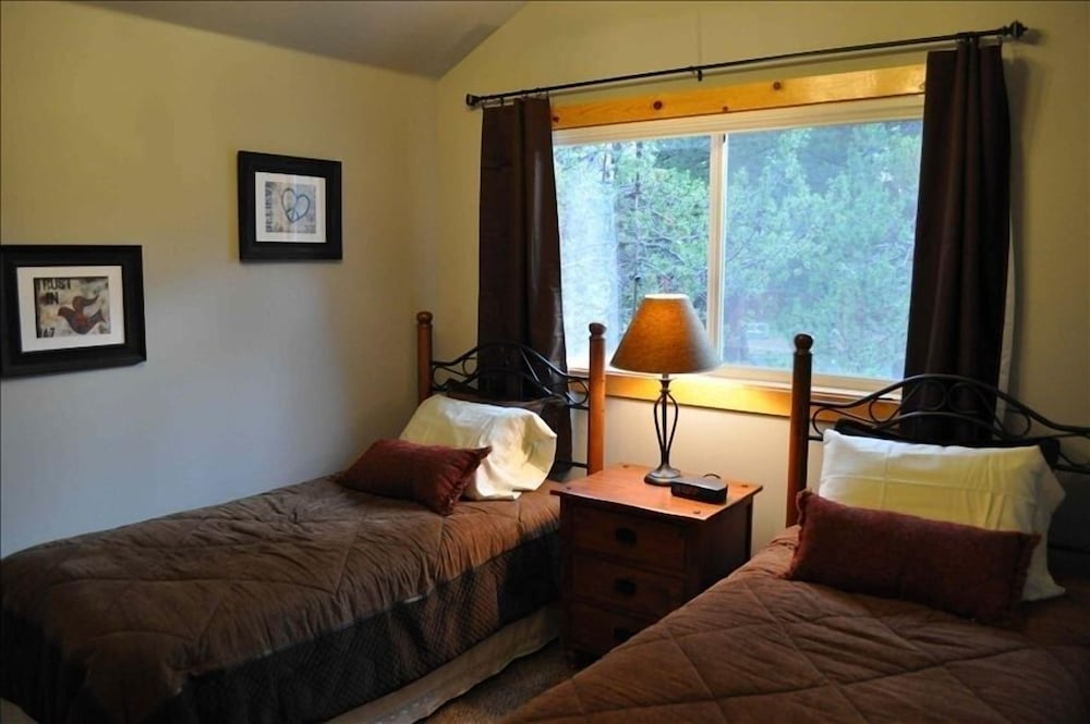 Room, 4BR Riverfront Villa, Quiet and Upscale!