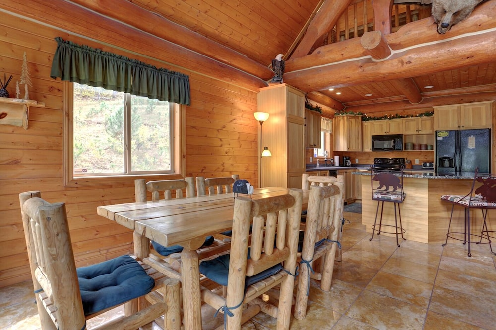 In-Room Dining, Ponderosa Paradise-stunning Black Hills Log Cabin Close to Deadwood & Sturgis