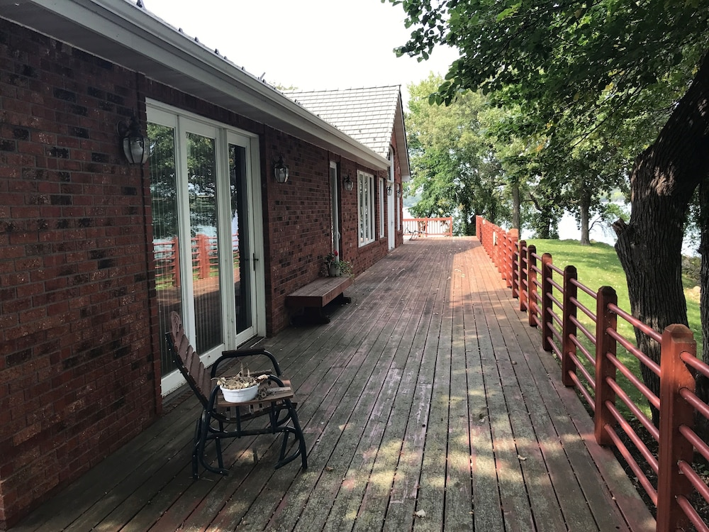 Balcony, Private 3 Acre Oasis 5bd, 2.5ba, 22 Acres, 700 Ft. Of Lake Shore