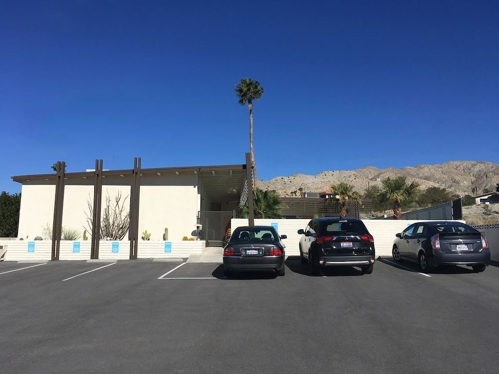 Parking, The Getaway #2: Pool, Mountain View, Kids/pets Welcome
