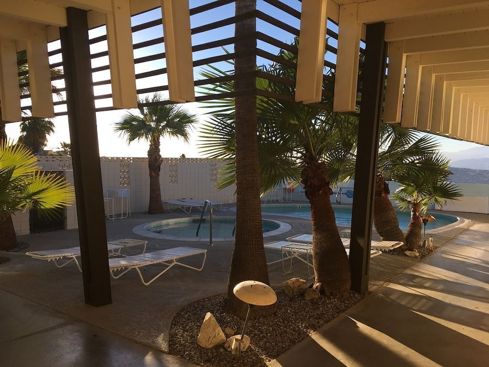 , The Getaway #2: Pool, Mountain View, Kids/pets Welcome