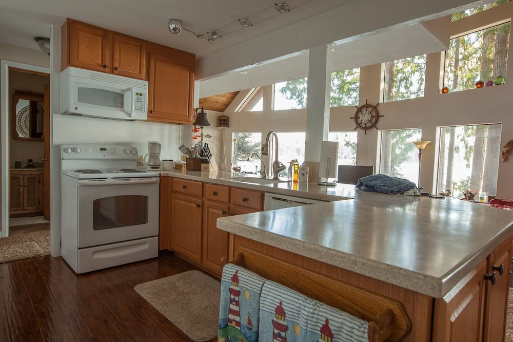 Private Kitchen, Waterfront Getaway, Beautiful Hood Canal