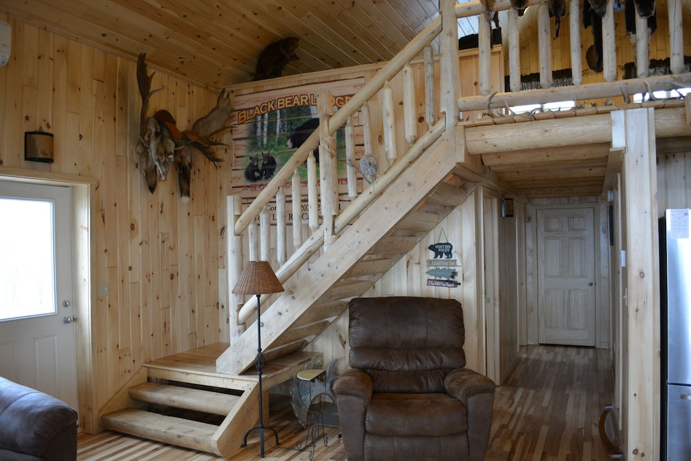 Living Room, Country Style Log Cabin Retreat With All Of The Amenities