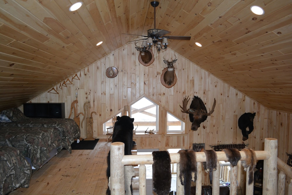 , Country Style Log Cabin Retreat With All Of The Amenities