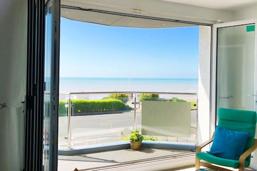 Seaviews Located Adjacent to the Beachfront and Bexhill Promanade