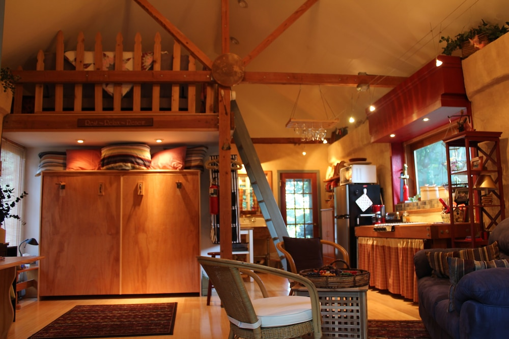 Room, Charming Cozy Cottage Secluded in Private Woods in Great Close in Location