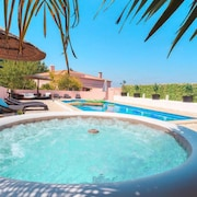 Fantastic Villa With Pool and Hot Water Jacuzzi
