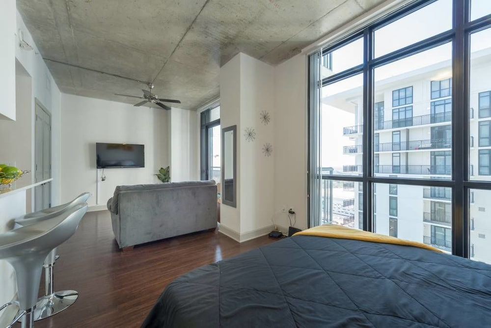 Condo, 1 Queen Bed (5-STAR DOWNTOWN PENTHOUSE SKYLOFT! - ) - Room