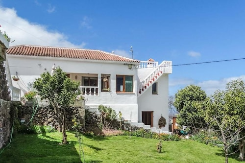Country Villa in La Orotava: Holiday for all Tastes, Sea, Valley and Teide Views