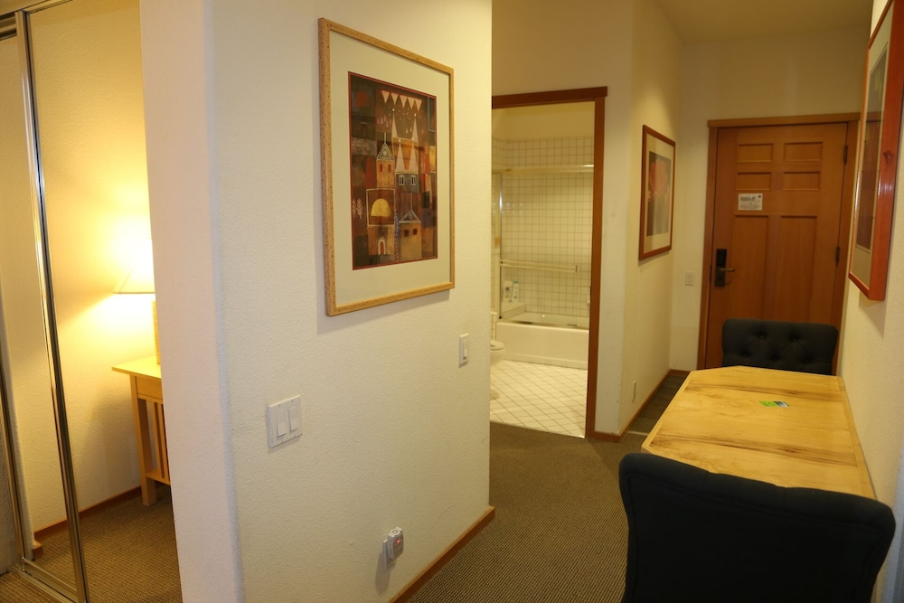 Room, Squaw Valley Lodge 2 Bed, Resort, Village, ski in & out