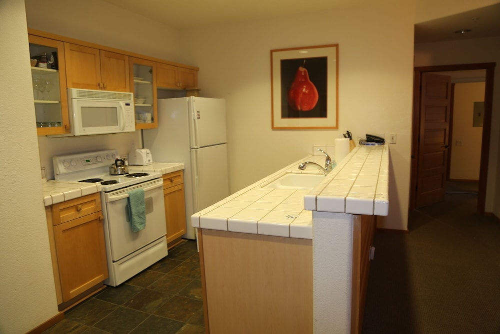Private Kitchen, Squaw Valley Lodge 2 Bed, Resort, Village, ski in & out