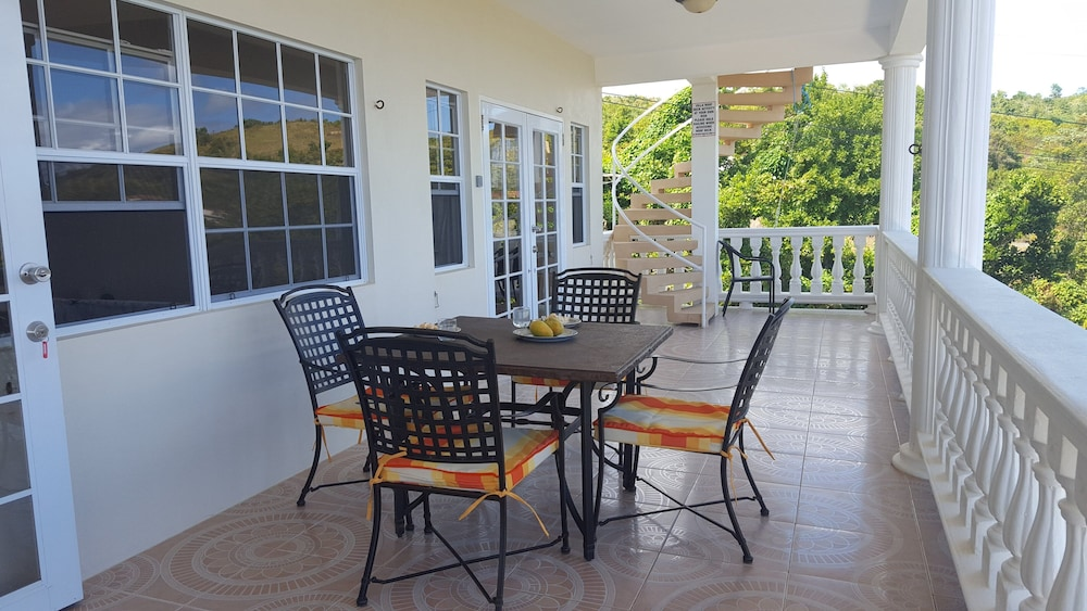 Terrace/Patio, Private & Luxurious, Solar Heated Pool, Spectacular View, Cook