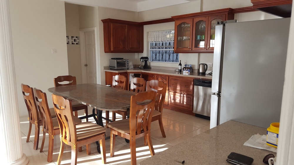 Private Kitchen, Private & Luxurious, Solar Heated Pool, Spectacular View, Cook