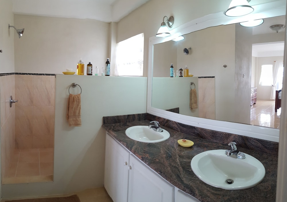 Bathroom, Private & Luxurious, Solar Heated Pool, Spectacular View, Cook