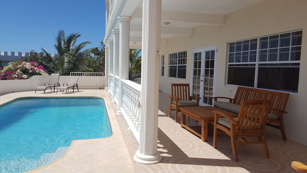 , Private & Luxurious, Solar Heated Pool, Spectacular View, Cook