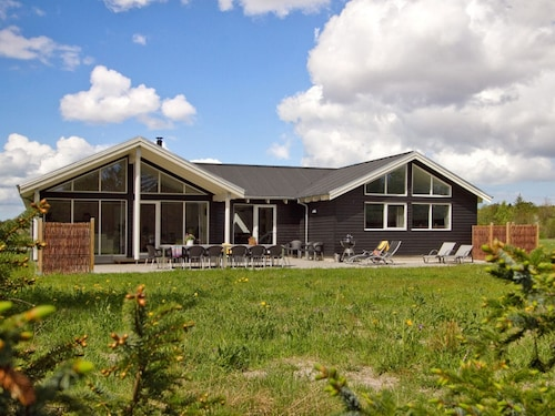 Modern Activity House for Large Groups in the Idyllic Aalbæk on the Baltic Sea