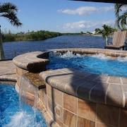 Your Dreamhome Next to a Nature Preserve on Saltwater Canal, Pool & Spa, Kayak