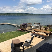 Beautiful Lake Charlevoix Lakefront Getaway! Toys, Kayaks And All You Need!