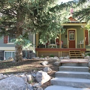 Cozy Cottage in Historic Silver Plume, Ski Pass Included For Entire Stay!