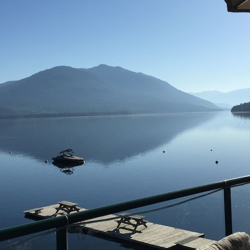 Shuswap Lake Front Two Bedroom, 3 Bath Condo. Nowhere Is Closer To The Water!
