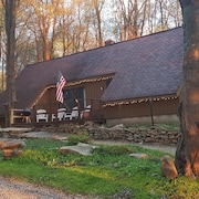 Seven Springs Cabin - Fox Tail Chalet - Authentic, Pet Friendly Log Cabin Chalet