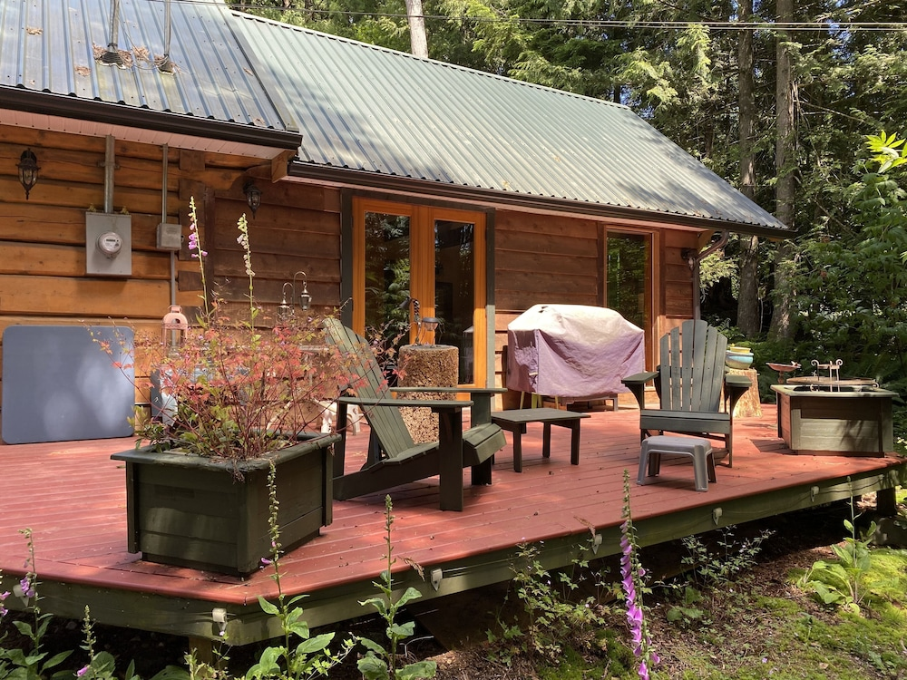 Balcony, Log Cabin Fully Equipped. Couples, Families or Locum Professionals. Dogs Welcome