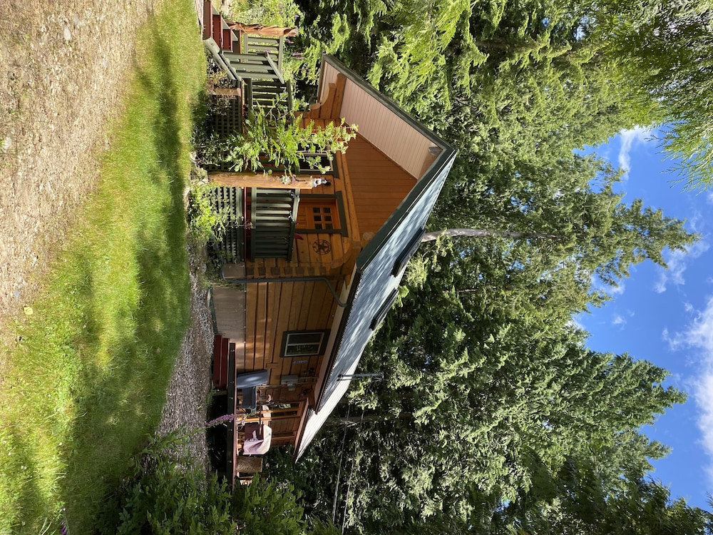 Exterior, Log Cabin Fully Equipped. Couples, Families or Locum Professionals. Dogs Welcome