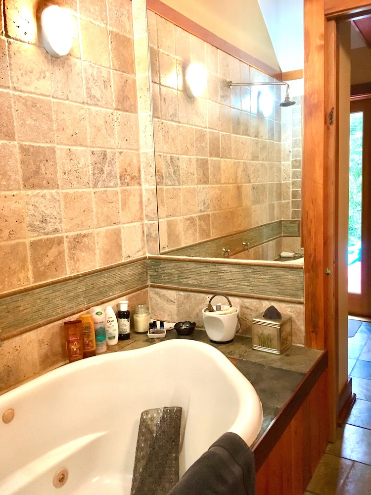 Bathroom, Log Cabin Fully Equipped. Couples, Families or Locum Professionals. Dogs Welcome