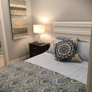 A Spectacular one Bedroom Ocean/mountain View Queen 'boutique' Guest Suite