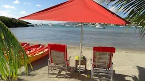 Plage privée, chaises longues, snorkeling, kayak