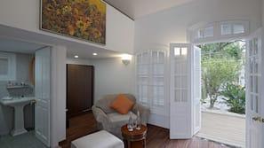 Minibar, individually decorated, individually furnished, desk
