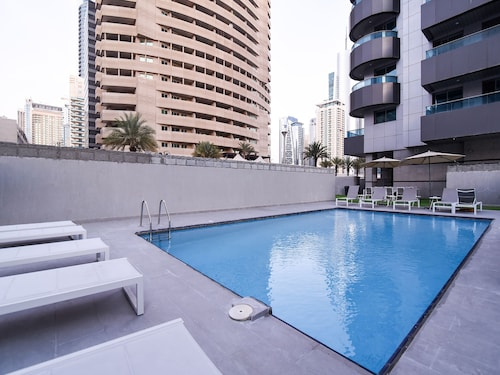 OYO 144 Home Sheikh Zayed view Apartment