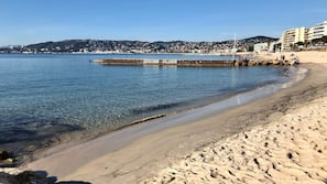 Sulla spiaggia, immersioni subacquee, snorkeling, sci nautico