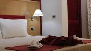 Frigobar, cofres nos quartos, individualmente decorados