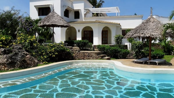 Outdoor pool, open 9:00 AM to 6:30 PM, pool umbrellas, pool loungers