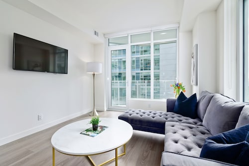 Suite Digs Waterfront Court