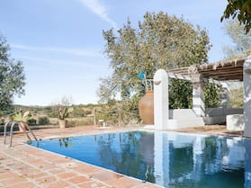 Villa With 6 Bedrooms in Valverde de Leganés, With Wonderful Mountain View, Private Pool, Enclosed Garden - 200 km From the Slopes