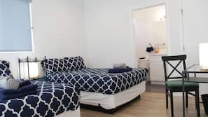Schreibtisch, Bügeleisen/Bügelbrett, kostenloses WLAN, Bettwäsche