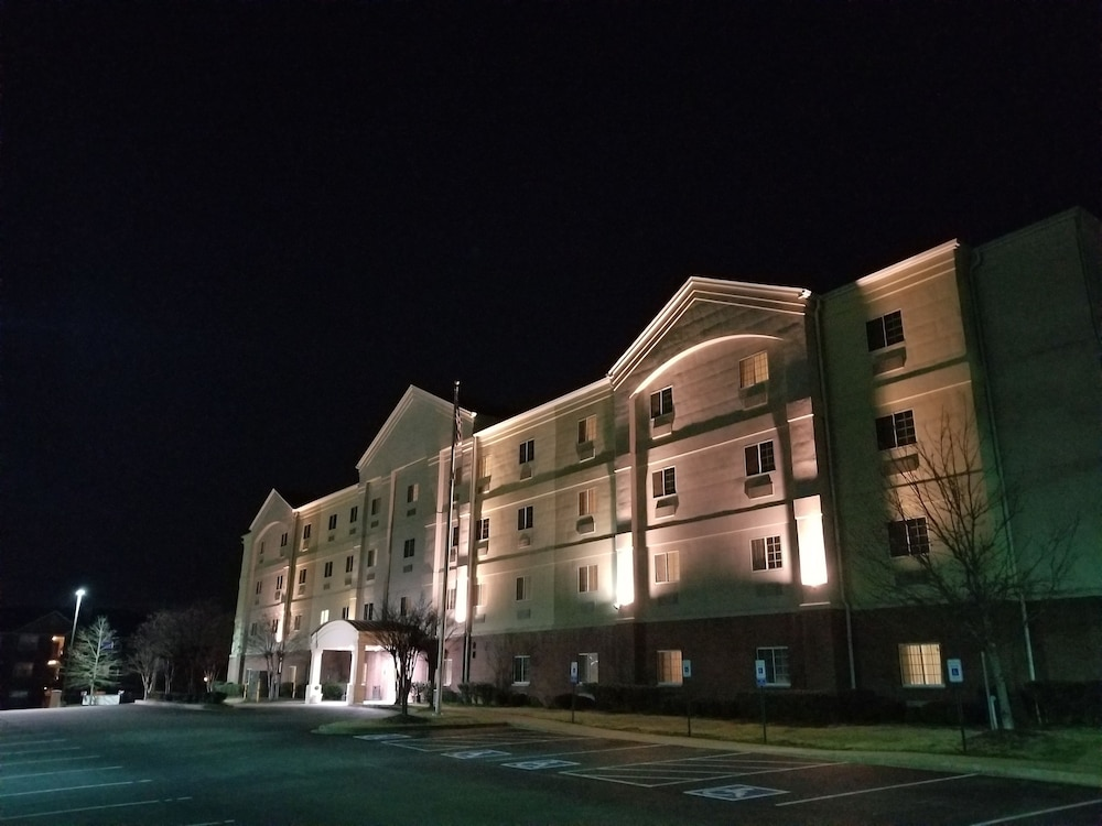 Front of Property - Evening/Night, First Inn Suites