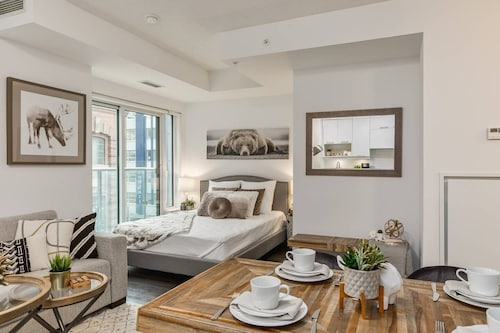 QuickStay - Classy & Rustic Downtown Condo (CAN 33809842) photo