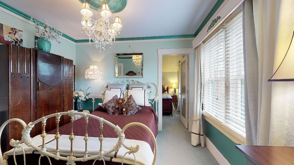 Room, CLAIR'S BOUTIQUE HOTEL - LADNER